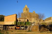 El pequeño núcleo de Madremanya con la iglesia.