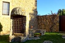 Pozo frente al castillo de Millàs.