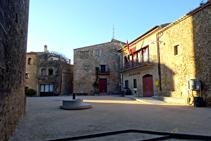 Plaza Mayor y ayuntamiento de Madremanya.