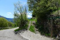 Dejamos atrás la carretera y tomamos un camino en dirección a Pujalt.