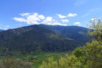 Vistas del valle del río Noguera Pallaresa y de la Torreta del Orri (2.439m).