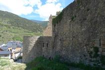 Castillo de Sort. Lo rodeamos por nuestra izquierda.