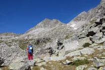 Ante nosotros el pico de Abellers (centro) y el pico de Besiberri Sur (derecha).