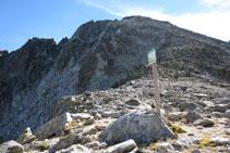 Collada de Abellers, en el límite del Parque Nacional, divisoria de aguas entre el valle de Besiberri y el valle de Llubriqueto.