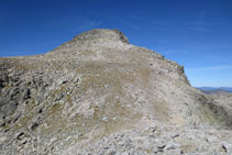 Vista del cono cimero del pico de Abellers.