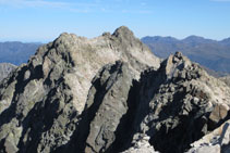 Vistas desde la cima hacia la cresta de Besiberris.