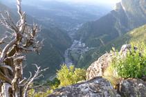 Mirador sobre el valle del Valira en el camino de Aixàs.