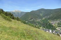 Descendiendo hacia Sispony, con el pico de Casamanya al fondo.