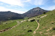 Detrás nuestro destaca la montaña del Txamantxoia o Maiz (1.941m).