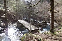 Puente para cruzar el barranco de Gamueta.