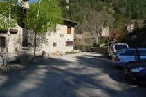Zona de aparcamiento delante de Cal Cerdanyola.