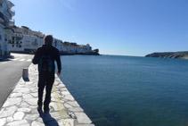 Reseguimos la bahía con el mar a nuestra derecha.