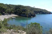 Llegando a la playa de Guillola (también conocida como <i>cala Guillola</i>).