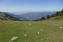 Vista panoràmica hacia el S de Andorra desde el collado de la Caülla.