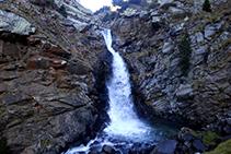 La espectacular cascada de la Cola de Caballo.