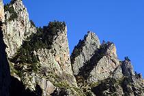 El relieve abrupto de las Roques del Ras.