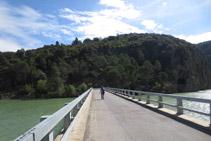 Cruzamos el puente del embalse de Terradets.