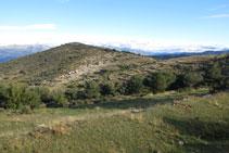 El Montpedrós y la ermita de Sant Cristòfol, enfrente.