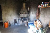 Interior del refugio de Boumort.