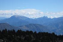 Bonitas vistas desde la cima: sierra del Cadí, Pedraforca, Port del Comte,...