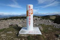 Vértice geodésico en la cima del Cap de Boumort.