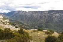 Vistas del valle y la sierra de Carreu.