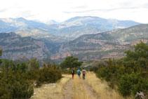 Durante la bajada gozamos de unas magníficas vistas de Collegats y de todas las montañas que nos rodean.
