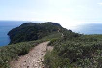 Durante este tramo, las vistas que tenemos del Cap de Norfeu son preciosas.
