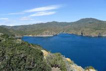 Bahía de Jóncols con la cala de Canadell y cala de Jóncols desde la Punta de la Trona.
