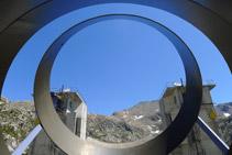Detalle de la escultura. Sección de los tubos de acero.