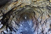 Interior de uno de los túneles.