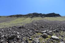 Arriba a la izquierda, los contrafuertes del Montsent de Pallars.