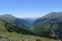 La Vall Fosca desde el camino del Carrilet. En el horizonte, el Montsec.