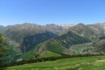 Vistas del valle de Riqüerna, en la vertiente occidental de la Vall Fosca, desde el camino del Carrilet.