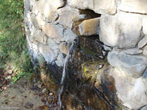 Fuente de agua fresca situada antes del barranco.