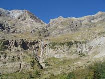 Al O ya vemos la espectacular cascada del Cinca, hacia donde nos dirigimos.