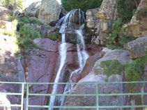 Puente sobre la cascada de Lalarri.