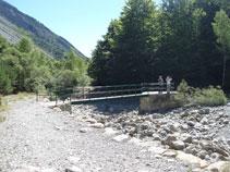 Puente sobre el barranco de los Churros y el río Cinca (terreno peligrosos si hay crecidas de ríos).