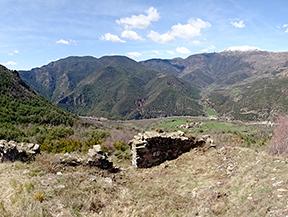 Malmercat y el castillo de Arcal�s desde Sort