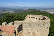 Vistas del Pirineo y la llanura ampurdanesa desde Sant Miquel.