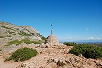 Collado y cruz de Santa Caterina.