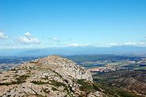 Vistas al Puig Rodó (308m) desde el castillo.
