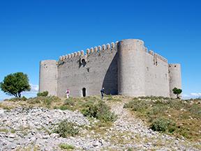 Castillo del Montgr� y zona de inter�s natural de les Dunes