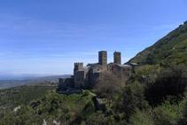 Vistas del monasterio desde el camino de acceso.