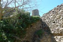 Interior de las ruinas del castillo de Sant Salvador.