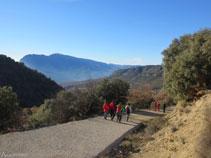 Bajando por la pista hacia Sant Miquel de la Vall.