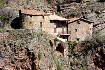 Casas debajo del castillo del Quer.