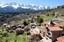 Vistas del Cadí y del pueblo desde el castillo del Quer.