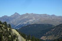 Cada vez estamos más elevados y tenemos mejores vistas de las montañas del Valle de Arán: el Maubèrme al fondo.