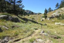 Desvío donde giramos a la izquierda y tomamos el sendero que nos lleva directos al lago dera Lòssa.